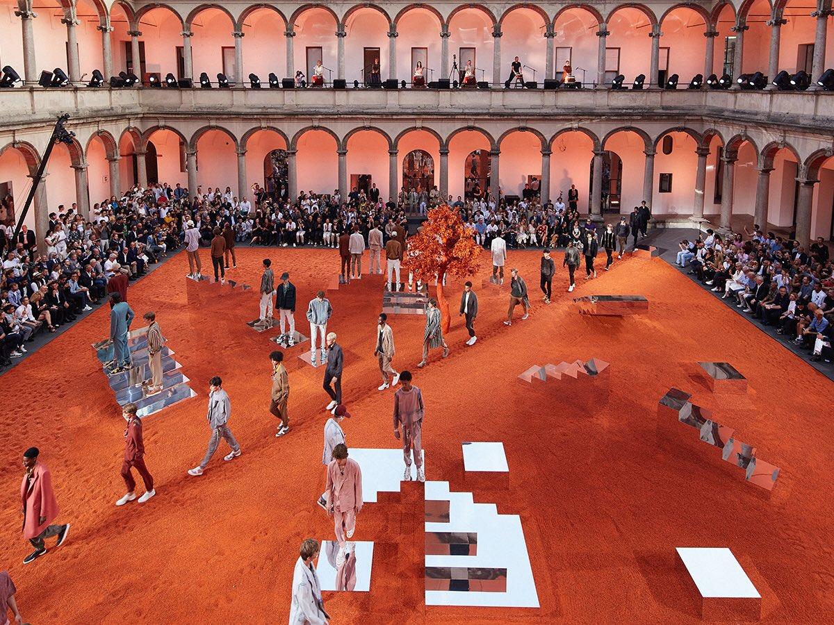Show diễn của Ermenegildo Zegna Couture tại sân Đại học Milan