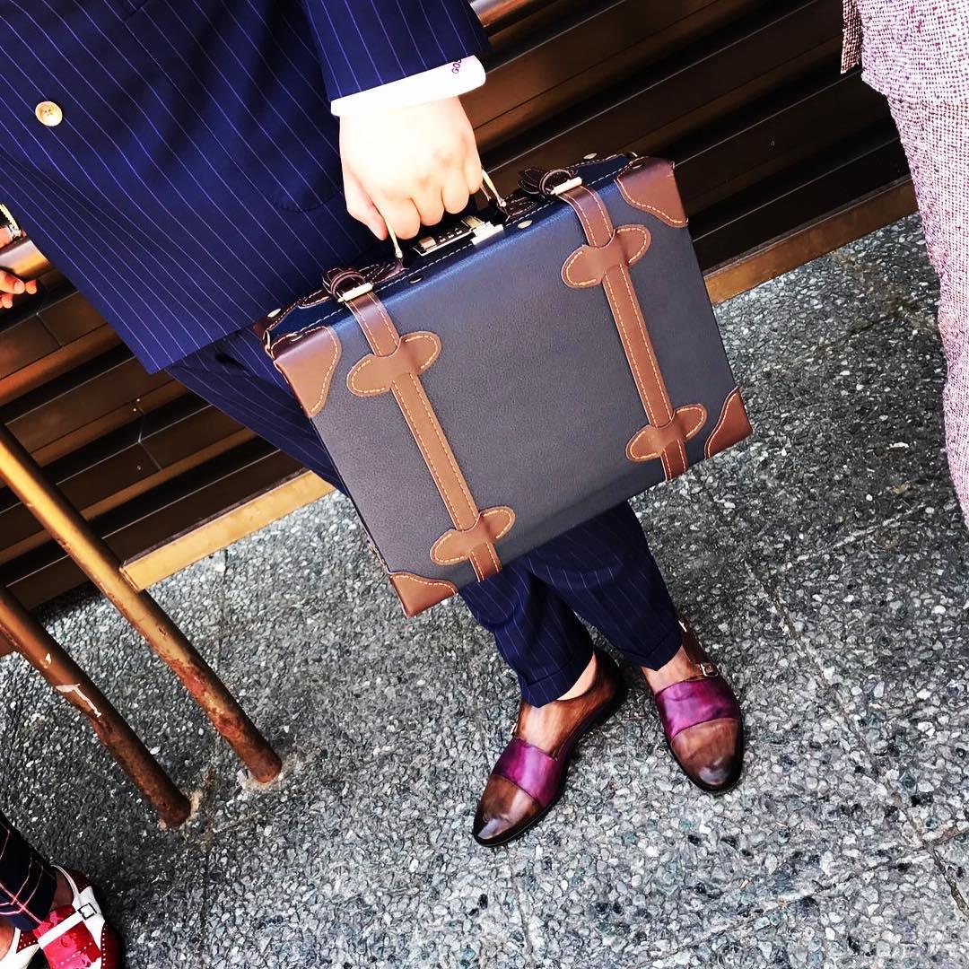 Một chiếc briefcase cổ điển tại Pitti Uomo 92