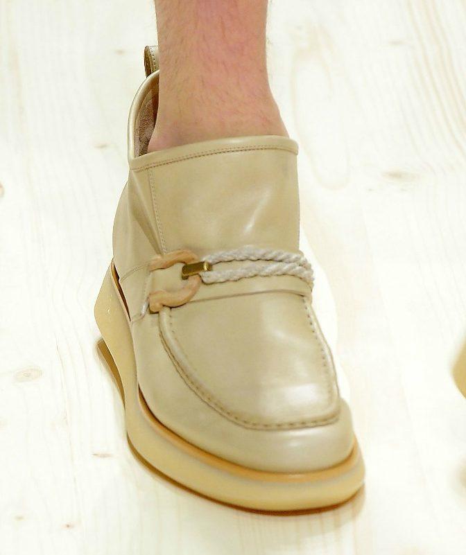 Chi tiết một chiếc giày loafer đế dày trong BST của Salvatore
