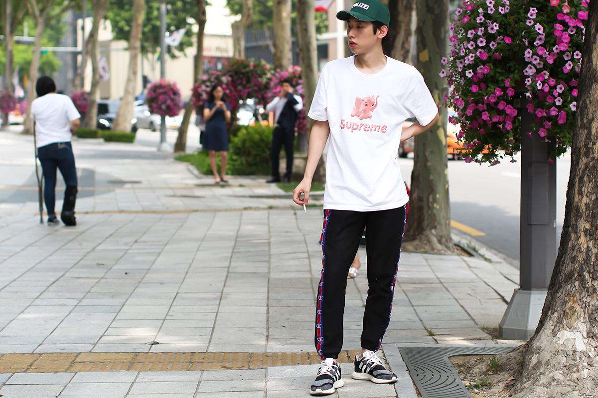 louis vuitton x supreme - seoul - elle man 9