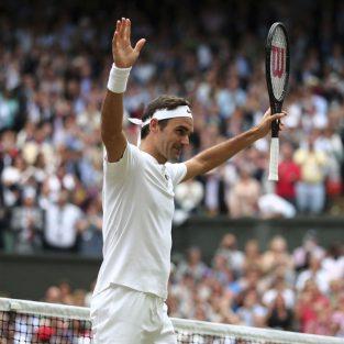 """Roger Federer và """"Mốc son Wimbledon"""" mới của huyền thoại tuổi 36"""
