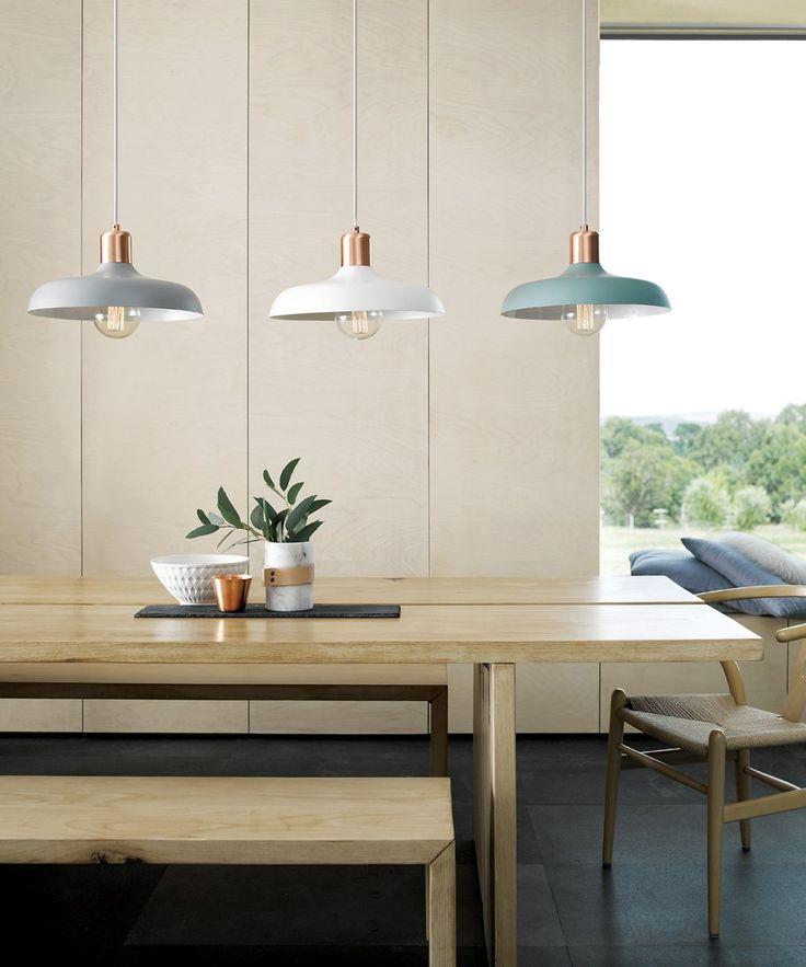Bạn có thể sử dụng dòng cobber globe light ( loại đèn có chao đèn bằng đồng) hoặc chao đèn bằng mây và lồng giấy