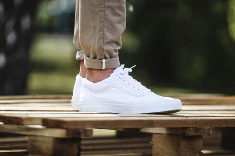 giay the thao all-white - Vans Old Skool - elle man 1