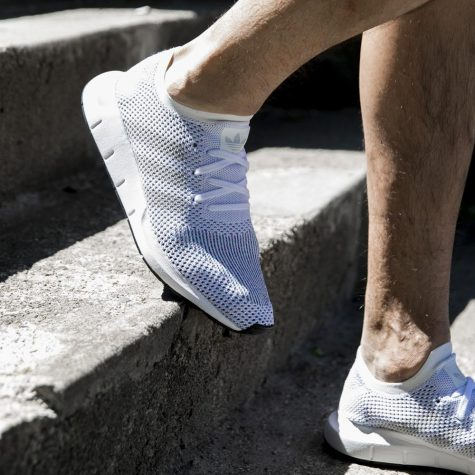 giay the thao all-white - adidas swift run primeknit - elle man 1