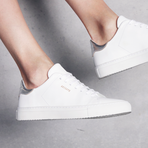 giay the thao all-white - axel arigato clean sneakers - elle man 2