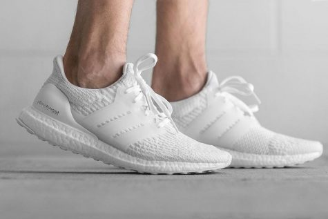 giay the thao all-white - ultra boost triple white - elle man 1