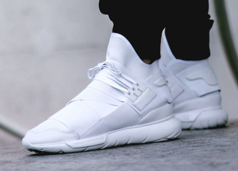 giay the thao all-white - white y3 qasa - elle man 2