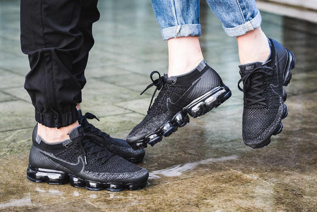 giay the thao ugly sneakers - nike vapormax flyknit iD - elle man 1