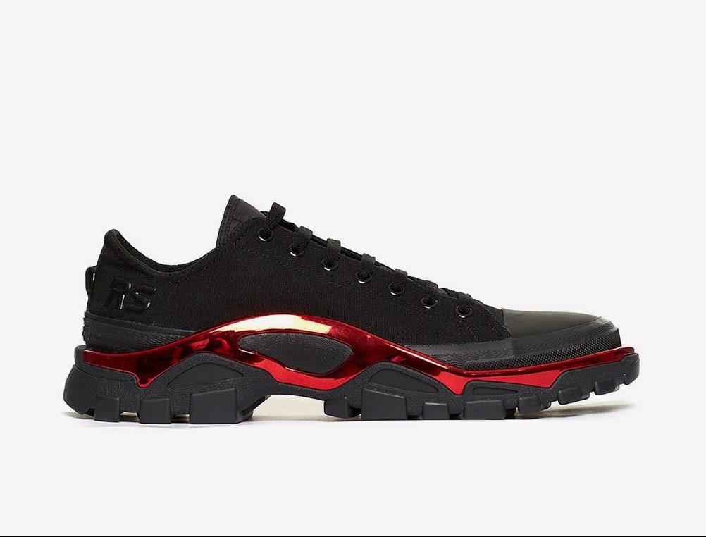 """giay the thao ugly sneakers raf simons adidas new runner elle man 2 e1503308274614 - 9 thiết kế giày thể thao """"Xấu Lạ"""" đáng chú ý nhất hiện nay"""