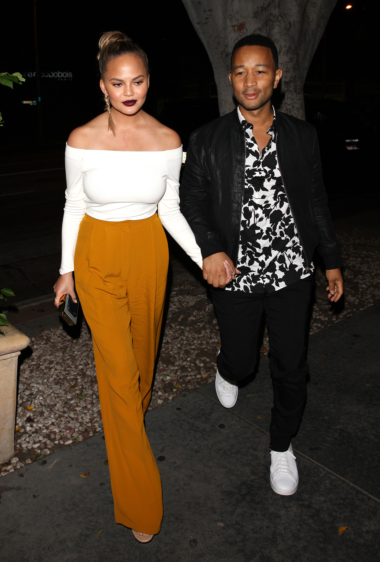 EXCLUSIVE: Chrissy Teigen and John Legend dine at Madeo Restaurant for a romantic dinner in West Hollywood. Pictured: Chrissy Teigen And John Legend Ref: SPL1338986 220816 EXCLUSIVE Picture by: Photographer Group / Splash News Splash News and Pictures Los Angeles:310-821-2666 New York:212-619-2666 London:870-934-2666 photodesk@splashnews.com