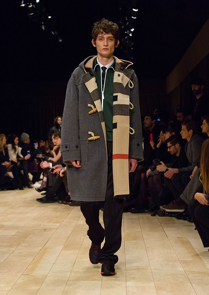 Áo khoác burberry với họa tiết Tartan. Ảnh: Pinterest