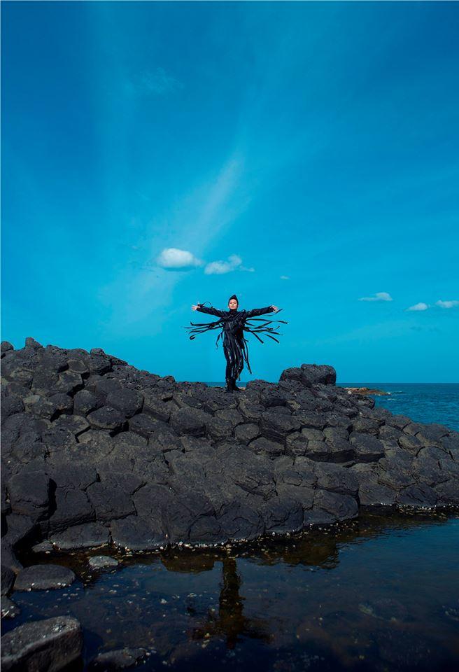 Tùng Dương vẫn là một ngôi sao lạ trong bầu trời riêng mà anh đã theo đuổi từ năm 2004 kể từ sau cuộc thi Sao Mai Điểm Hẹn.