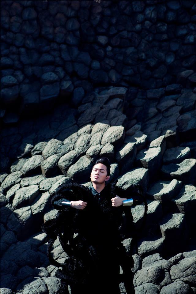 """Liveshow """"Tùng Dương: Trời và Đất"""" sẽ diễn ra ngày 23 – 24/9 tới đây là cách Tùng Dương làm mới chính mình sau chặng đường gần 14 năm làm nghệ thuật của mình."""