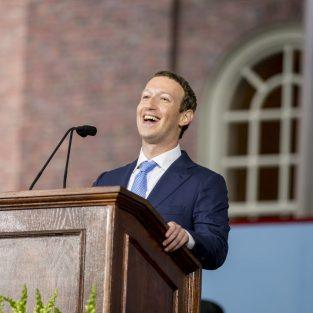Mark Zuckerberg ra tòa, bảo vệ quyền hành tại Facebook