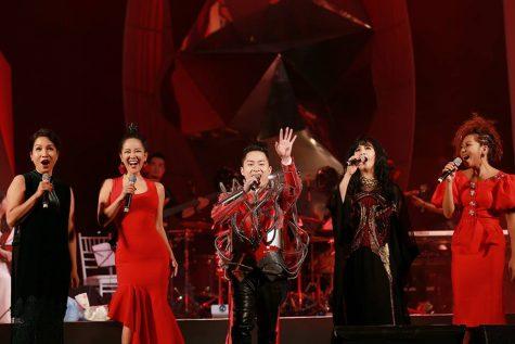 """Tùng Dương """"rock"""" cùng 4 nữ Diva nhạc Việt"""