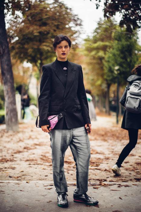 Street style Paris tại tuần lễ thời trang Xuân-Hè 201718 elleman17