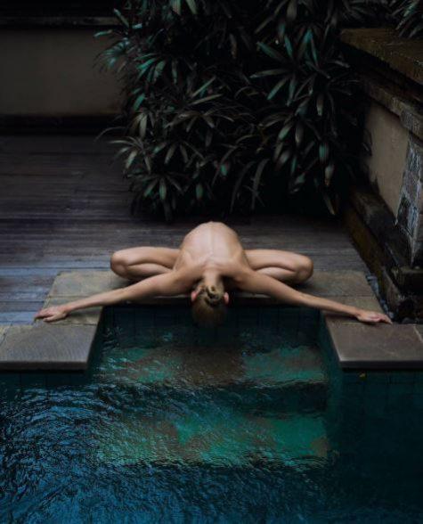 yoga khoa than - elle man 15