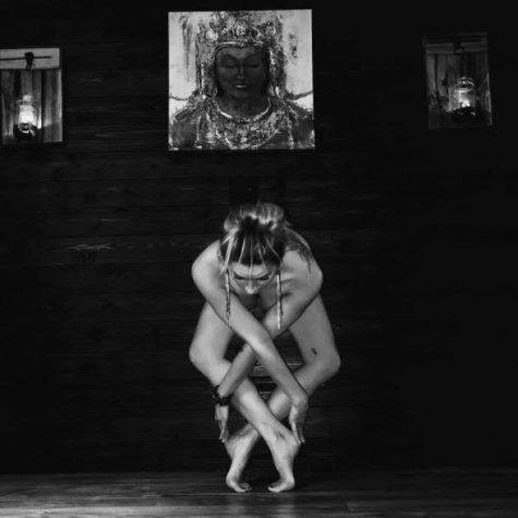 yoga khoa than - elle man 20