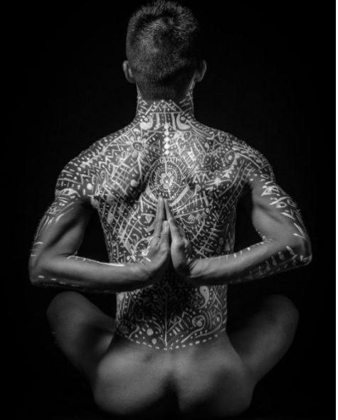 yoga khoa than - elle man 26