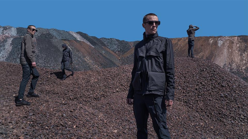 Tạo phong cách thời trang urban techwear với 5 thương hiệu bình dân- elle man11