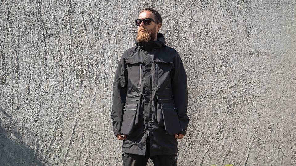 Tạo phong cách thời trang urban techwear với 5 thương hiệu bình dân- elle man15