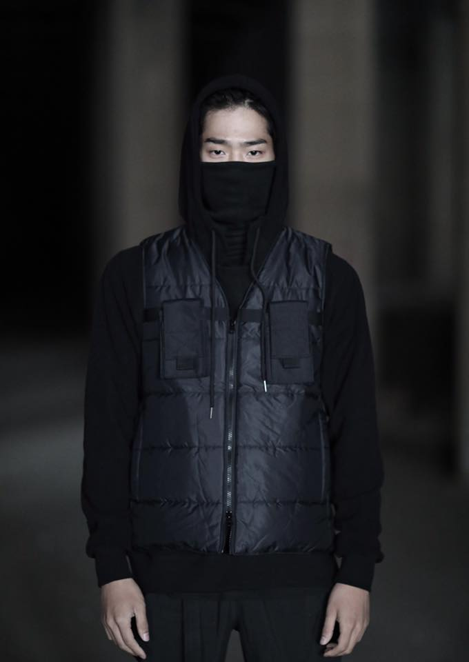 Tạo phong cách thời trang urban techwear với 5 thương hiệu bình dân- elle man30