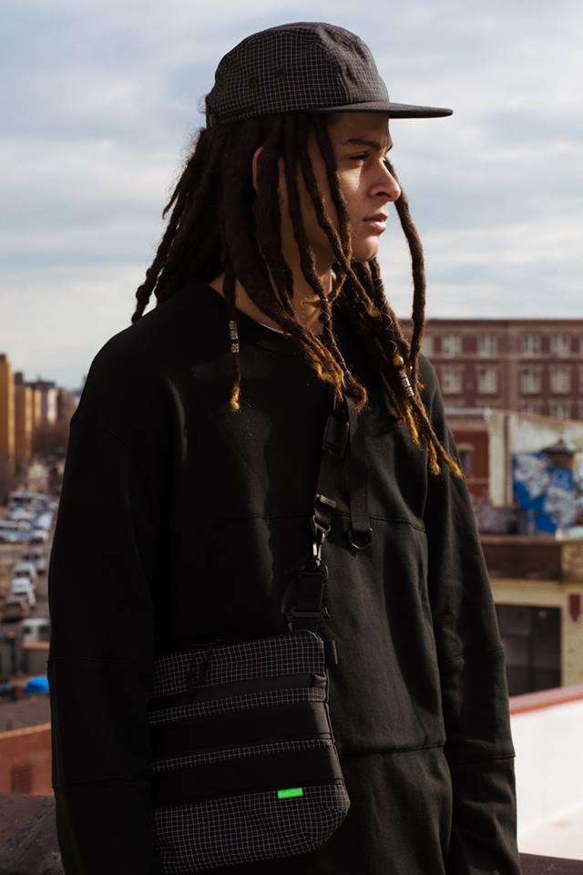 Tạo phong cách thời trang urban techwear với 5 thương hiệu bình dân- elle man435