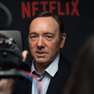 Netflix sa thải Kevin Spacey vì bê bối quấy rối tình dục trong quá khứ