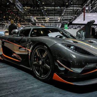 Siêu xe Koenigsegg soán ngôi cựu hoàng Bugatti và quái vật Hennessey