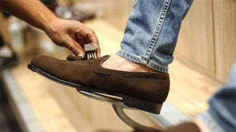 Vệ sinh giày da lộn đơn giản hơn với những cách này