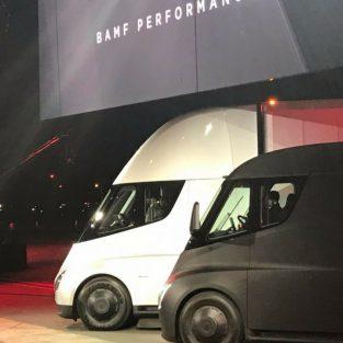 Tesla Semi - xe tải chạy điện đầu tiên trên thế giới