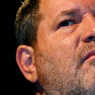 Nhìn lại bê bối tình dục của Harvey Weinstein: Thỏa hiệp và sự ngủ quên của ý thức