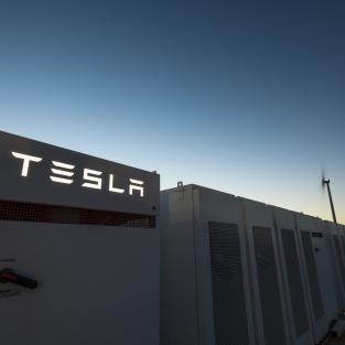 Chỉ 100 ngày để Elon Musk hoàn thành hệ thống pin năng lượng lớn nhất thế giới