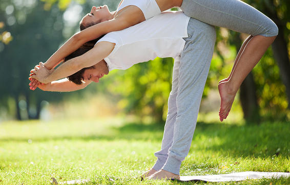 dau xuong khop - yoga - elle man