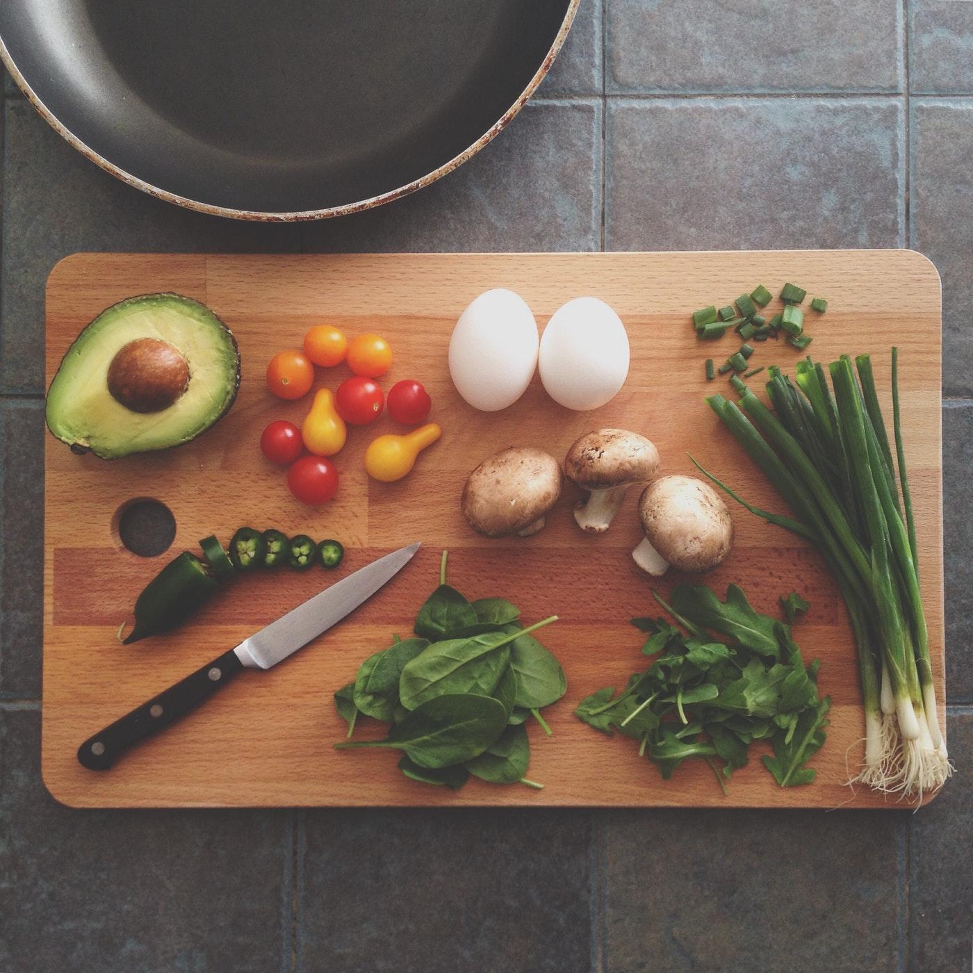 cuoc-hen-thanh-cong-ELLE-Man ''Công thức bếp núc'' nào làm nên một cuộc hẹn hò tại nhà hoàn hảo?