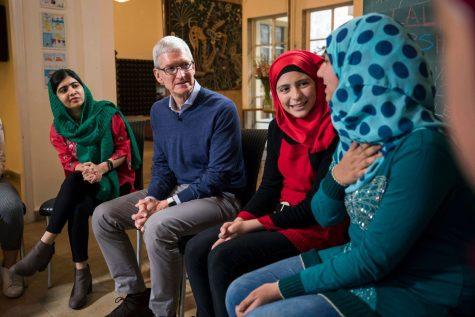Táo khuyết Apple thắp sáng giấc mơ đến trường cho các bé gái