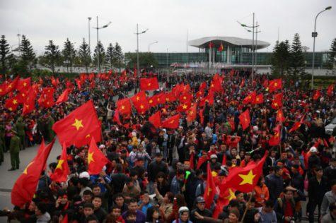 Đội tuyển U23 Việt Nam về nước: Ôm nhau vỗ về, rồi hân hoan