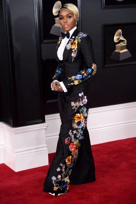 Họa tiết hoa chưa bao giờ lỗi mốt với bộ suit của Janelle Monae