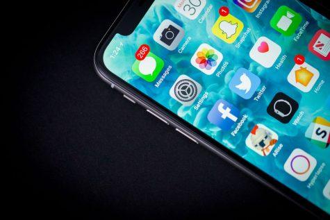 Táo khuyết Apple giảm doanh số iPhone: Chiến lược kinh doanh mới?