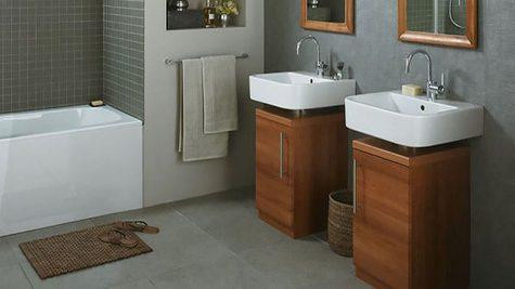 Các khu vực trống dưới bồn tắm luôn là chỗ hữu dụng