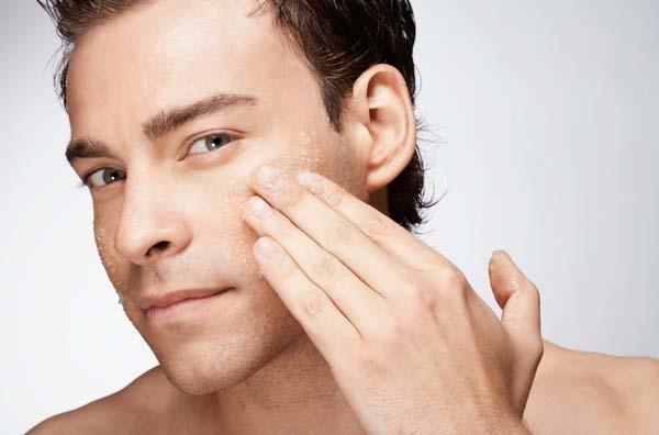 Chọn sửa rữa mặt phù hợp để quy trìnhchăm sóc da khô được chu đáo nhất. Photo: Kelzmanup
