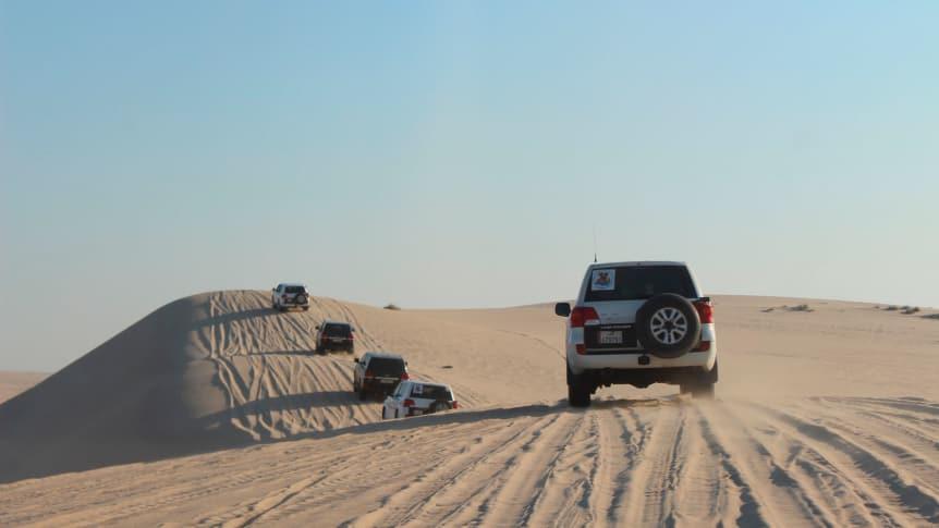 du lịch Qatar - Dune Bashing – một hình thức chạy xe qua những cồn cát cao trong sa mạc
