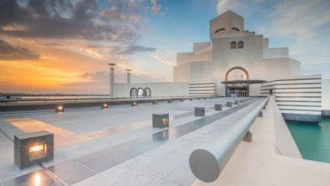 Nếu chúng ta nhìn từ phía biển Corniche, Bảo tàng như đang nổi trên mặt nước