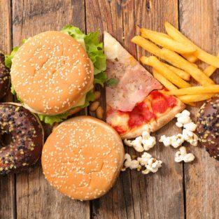 Đồ ăn vặt làm tăng nguy cơ mắc bệnh ung thư?