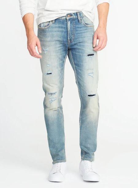 xu hướng thời trang hè 2018 old navy - relaxed slim built-in flex distressed jeans - elle man 1
