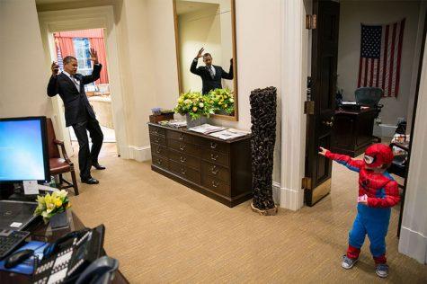 Ngài Barack Obama đã bị bắt bởi chàng Spider Man 3 tuổi
