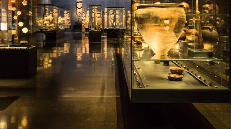 Hơn 5000 tác phẩm liên quan đến nghệ thuật được trưng bày. Photo: HelloMagazine