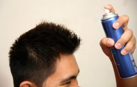 Sử dụng quá nhiều gel xịt hay wax có thể làm tóc tổn thương