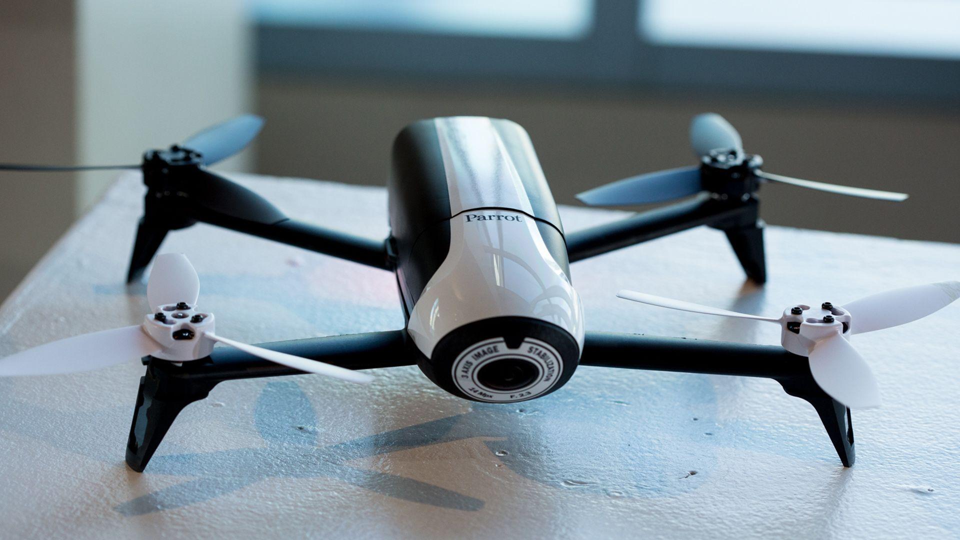 máy quay drone elle man 784