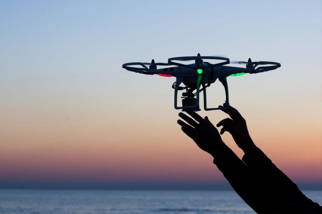 máy quay drone eee